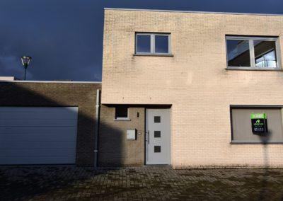 Prachtige woning met 3 slaapkamers en ruime garage in het centrum van EEKLO.