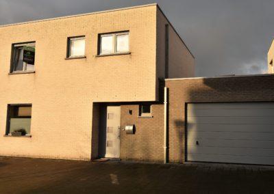 Recent gebouwde woning (2013) met ruime garage in EEKLO.