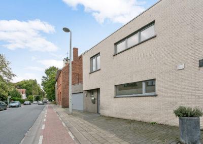 Recent gebouwde woning met ruime garage en tuin in EEKLO.