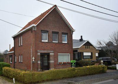 Alleenstaande woning met garage nabij het centrum van Landegem.