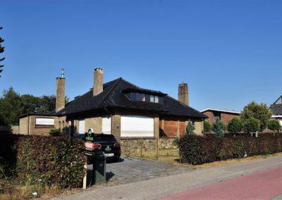 Koppelvilla (L) langs de N9 te Waarschoot.