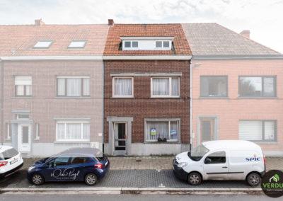 Op te frissen woning met veel mogelijkheden centrum Eeklo.