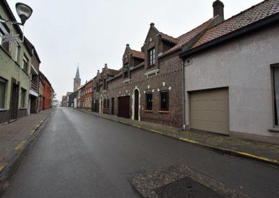 Ruime woning met garage in het centrum van Boekhoute.