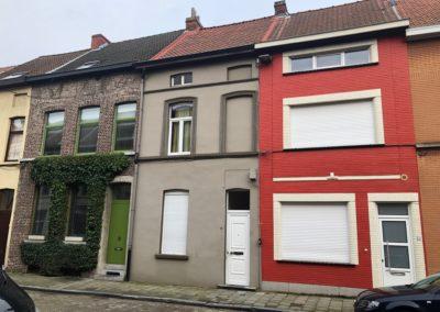 Deels gerenoveerde woning in Sint-Amandsberg.