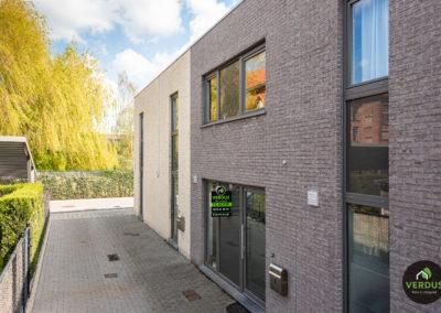 Moderne recente woning met tuin en staanplaats te Eeklo.